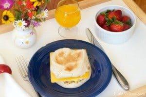 Simple mother s day breakfast brunch lunch ideas for Easy breakfast in bed ideas