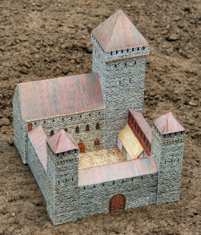 FREE Medieval Castle Paper Download www.homeschoolgiveawyas.com Add this awesome paper castle to your studies of the Medieval Times!